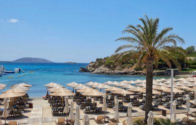 Νέοι κανόνες λειτουργίας και αποστάσεις σε παραλίες και πλαζ